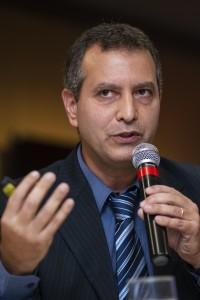 2684-Mauricio Neves
